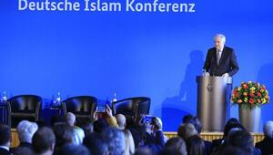 Almanya İslam Konferansında domuz eti skandalı