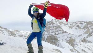 Niğdede çığ altında kaybolan 2 dağcıdan Hilal kurtarıldı (2)
