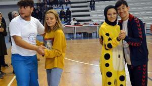 Engelli öğrenciler çeşitli gösteri ve oyunlarla eğlendi