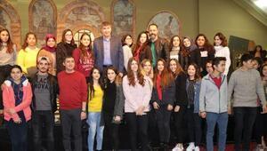 Başkan Türel, Kemerde lise öğrencileri ile tiyatroda buluştu