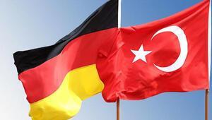 Almanyada iki Türke liyakat nişanı verildi