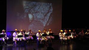 Türkiyenin ilk madenci korosundan konser
