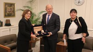 İngiltere Büyükelçisi Chilcott, Fatma Şahini ziyaret etti