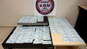 Otomobilin silecek bölümünde sahte banknotlar ele geçirildi
