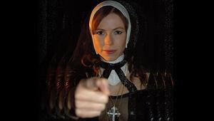 'Rahibe Jenny'nin otobanda striptizine 300 euro ceza