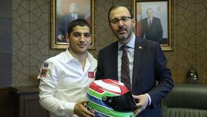 Spor Bakanından şampiyon pilota tebrik