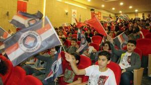 Bahçeşehir Koleji oyuncuları Gaziantepli öğrencilerle buluştu