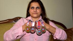 (ÖZEL) Engel tanımayan Gülten, madalyaları topluyor