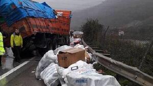 TIR kamyona çarptı: 2 yaralı