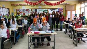 Lüleburgaz Genç Değişim Lisesi, Durak İlkokulu öğrencilerine okuma kitapları dağıttı