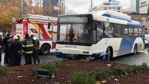 Son dakika... Ankarada belediye otobüsü yayalara çarptı: Yaralılar var