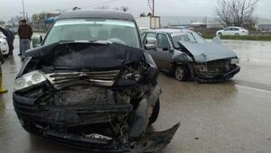 İnegöl'de zincirleme kaza; 1 yaralı