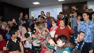 Safiye Soyman engelli vatandaşlarla düet yaptı
