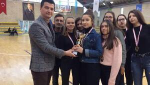 Düvenciler Anadolu Lisesi kız basketbol takımı il şampiyonu oldu