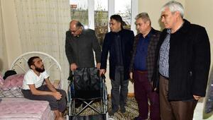 Başkan Sözlü'den Pozantılı engellilere tekerlekli sandalye