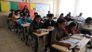 Aileleri ikna edilen kız çocukları okula kazandırılıyor