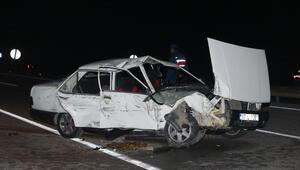 Kemerde otomobil duvara çarptı: 2 ölü, 4 yaralı