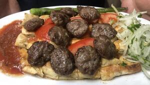 Bursanın pideli köftesinin lezzeti; kıyma, taş fırın ve tereyağından