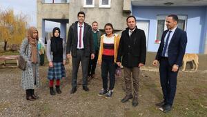 Varto'da aileleri ikna edilen kız çocukları, okula başladı