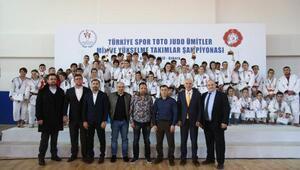 Spor Toto Ümitler Judo Mix 1inci Ligini Kocaeli BBSK lider tamamladı