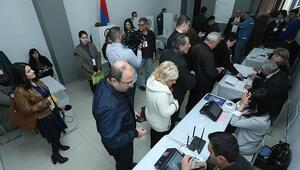 Ermenistan erken seçim için sandık başında