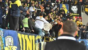 Fenerbahçe tribününde bıçaklı kavga