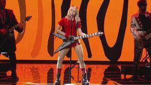 Aleyna Tilkiden muhteşem performans