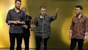 Ezhel kimdir Altın Kelebek En İyi Çıkış Yapan Şarkıcı
