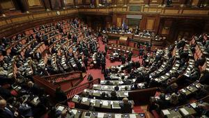 İtalya meclisinde cinsel ilişkiye girdiler
