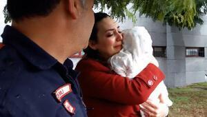 Otomobilde mahsur kalan 6 aylık bebek kurtarıldı