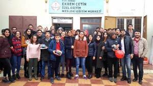 Üniversite öğrencileri engelli çocukları ziyaret etti