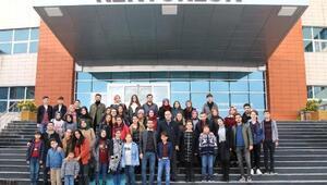 Üniversite öğrencilerinden Minik Eller Hayallerini Yaşıyor projesi