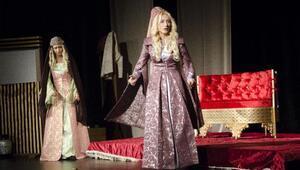 Malatyada Gayrı Resmi Hürrem tiyatro oyunu sergilendi