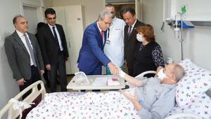 Rektör Budaktan kalp nakli olan hastalara ziyaret