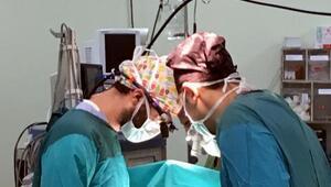 800 gram prematüre bebeğe 1,5 saatlik operasyon