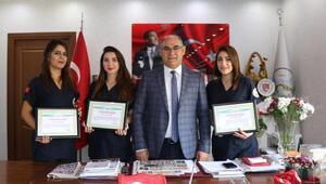 Başkan Çay üç personeli takdirname ile ödüllendirdi