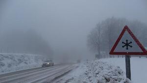 Domaniçte kar ve sis, ulaşımı aksattı