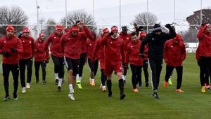 Sivasspor Teknik Direktörü Keleş: Galatasarayı da yeneceğiz