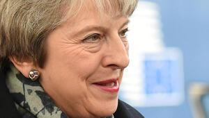 Son dakika... Theresa May siyaseti bırakıyor