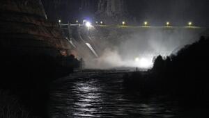 Son dakika Sel uyarısı: Baraj kapağı koptu...