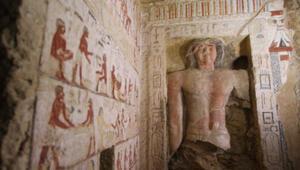 Mısırda 4 bin 400 yıllık mezar bulundu