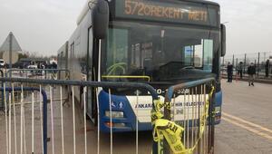 Servis beklerken otobüs çarptı