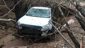 Dicle Nehrinin yükselmesiyle suda kaybolan kamyonet bulundu