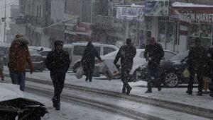 Başkalede yoğun kar yağışı