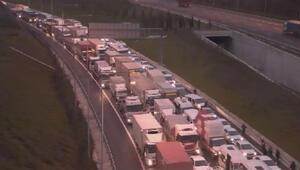 Bu sabah köprü trafiğini kilitleyen kaza: 1 ölü, 2si polis 3 yaralı...