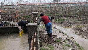 Akdeniz'de yağışlardan oluşan zarar onarılıyor