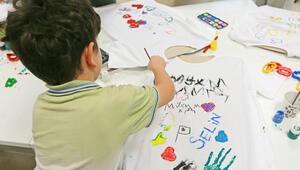 Üniversiteliler göçmen çocuklara boyama yaptı