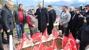 Bakan Gül, şehit Eren Bülbül'ün mezarını ziyaret etti