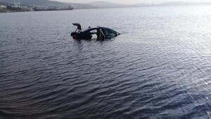 Fren yerine gaza bastığı otomobil denize uçtu