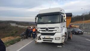 Benzini biten araca hafriyat kamyonu çarptı: 1 yaralı